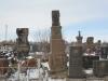 Новые и старые памятники рядом.