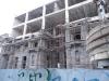 Восстанавливают разрушенные здания.