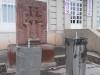 Такие питьевые фонтанчики разбросаны по всему городу. Называются они цайтахпюр.